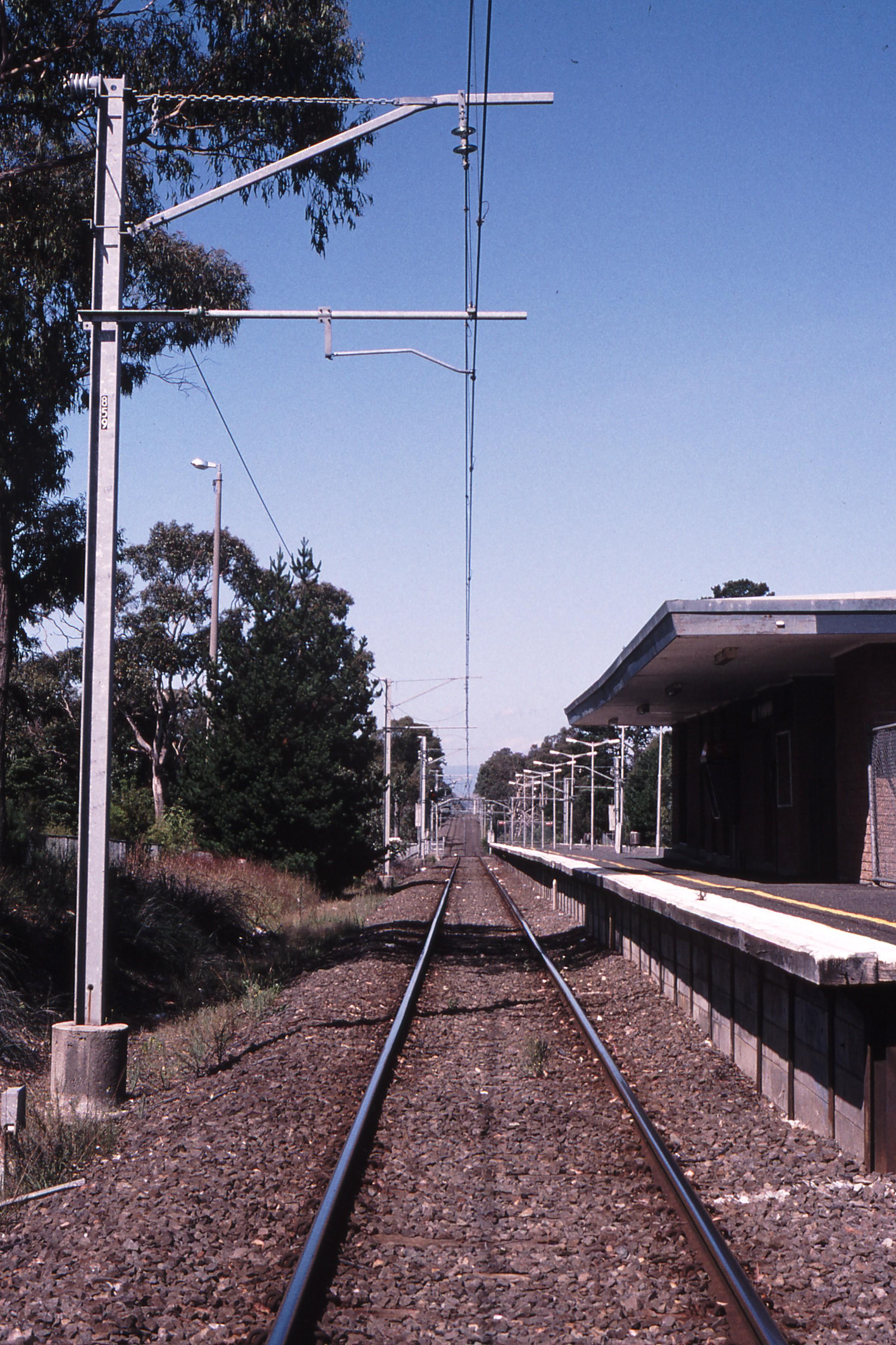 119126: Ringwood East Looking along Down line towards Lilydale