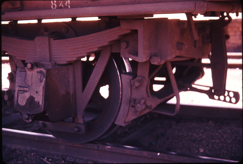 100889: Grovers Bogie under 4 wheel wagon
