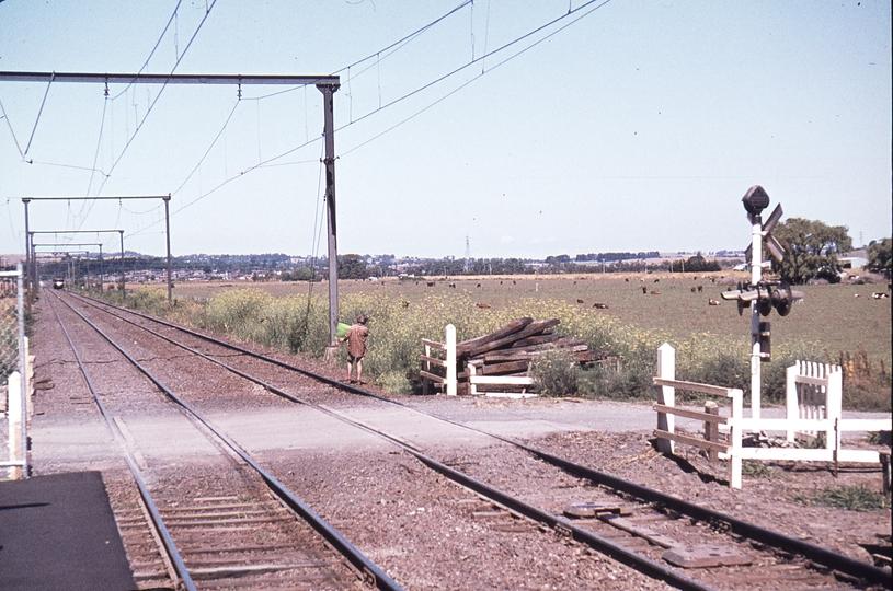 113321: Hallam Up Suburban 4-car Harris First up suburban train from Pakenham