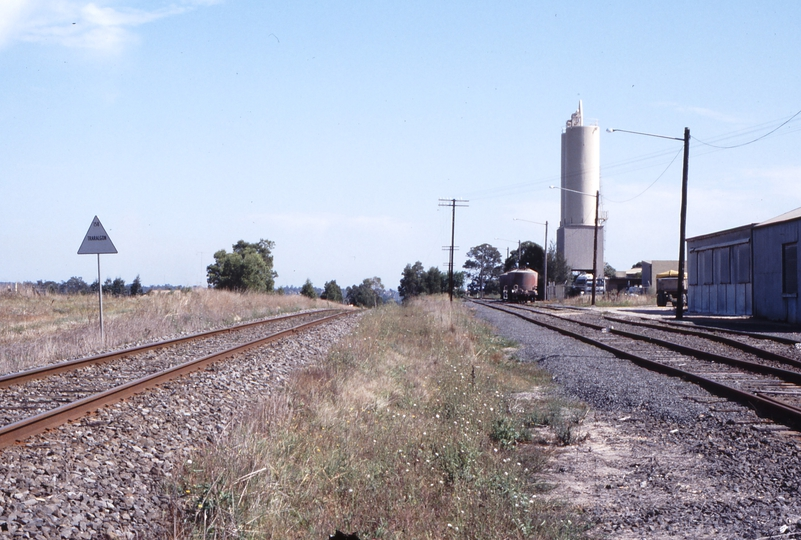 118303: Traralgon Cement Siding Looking towards Melbourne