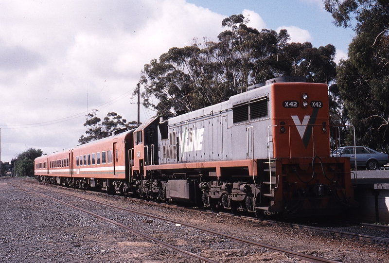 118915: Cobram 8324 Up Passenger X 42