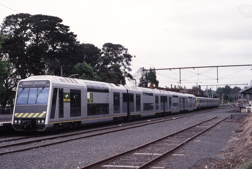 119482: Lilydale Suburban 4D Double Deck train + 3-car Comeng 6002 T nearest