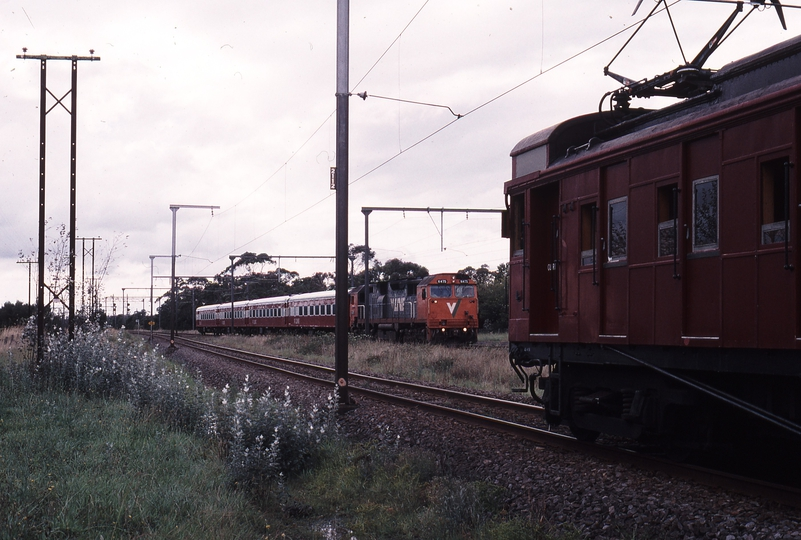 120860: Nar Nar Goon 8420 Up Passenger from Traralgon N 475 and 7541 Down Elecrail Special 470 M leading